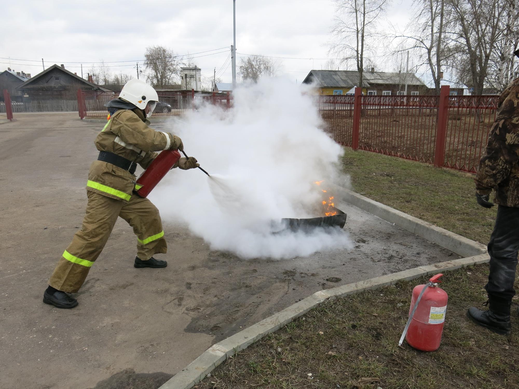 использовать картинки тушат пожар огнетушителем сапожки протекают сырость