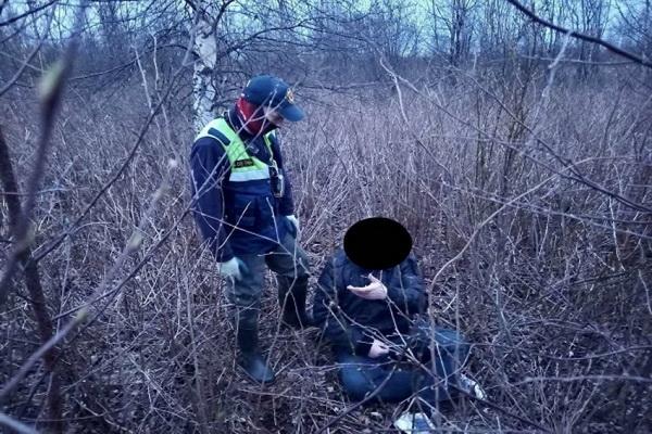 Уехал на такси и пропал. Спасатели нашли архангелогородца, заблудившегося в лесу неподалёку от города