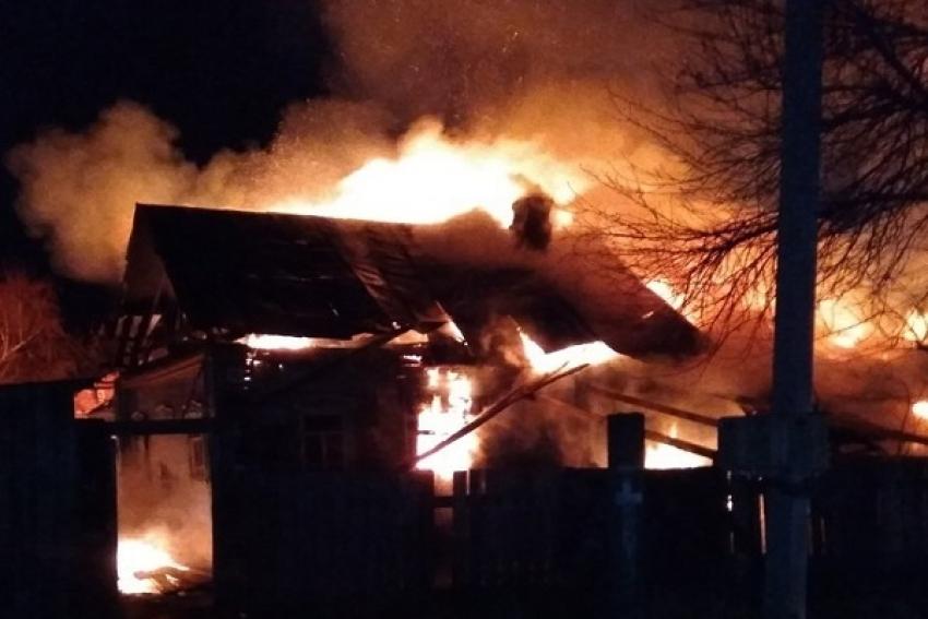 Два пожара на Пинежье: горели жилые дома, баня и хозпостройка