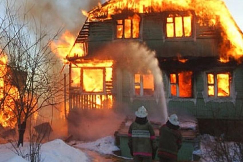 В Усть-Пинеге вечером сгорел коттедж предпринимателя