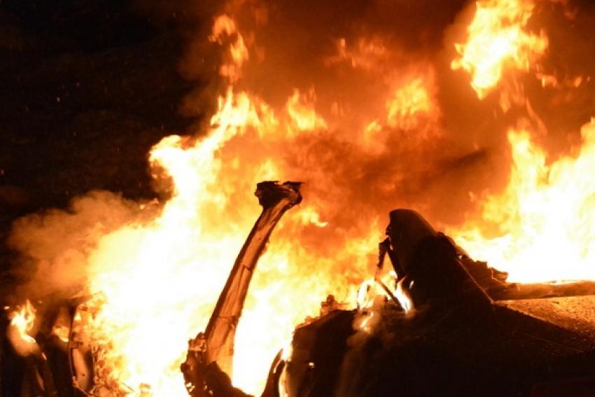 Несколько автомобилей повреждены огнем в Архангельске и Новодвинске