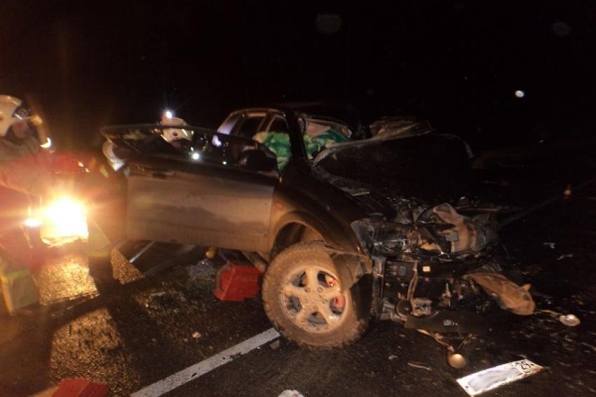 В результате столкновения внедорожника с «Камазом» погибли два человека