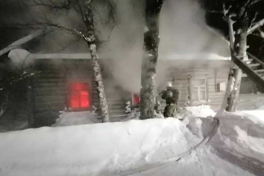 Пожилого мужчину и его дом спасли каргопольские пожарные