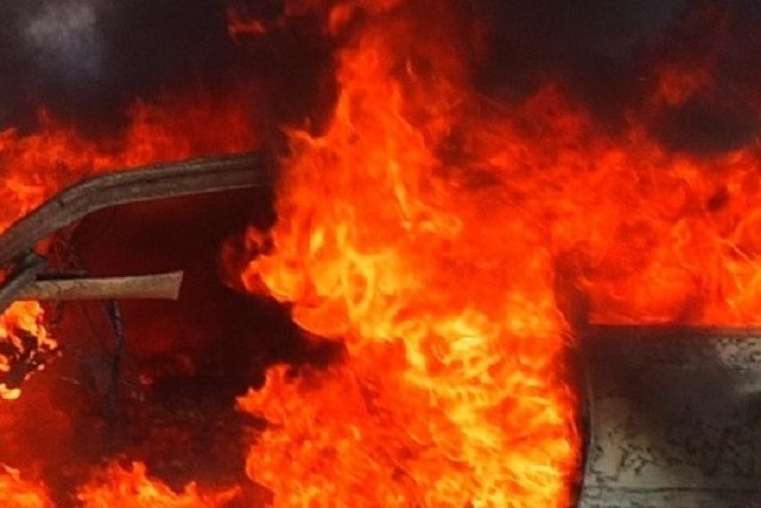 Две иномарки повреждены огнем в центре Архангельска