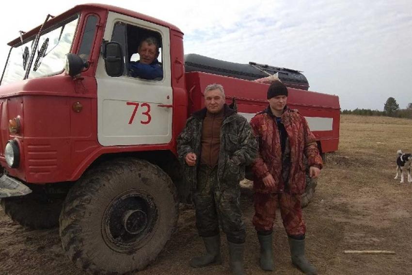 Летняя погода, рыбацкий сезон в Поморье продолжается фееричными вылазками рыбаков на лёд