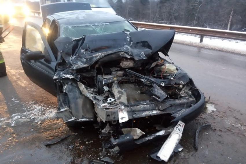 В ДТП с автобусом пострадали пятеро подростков