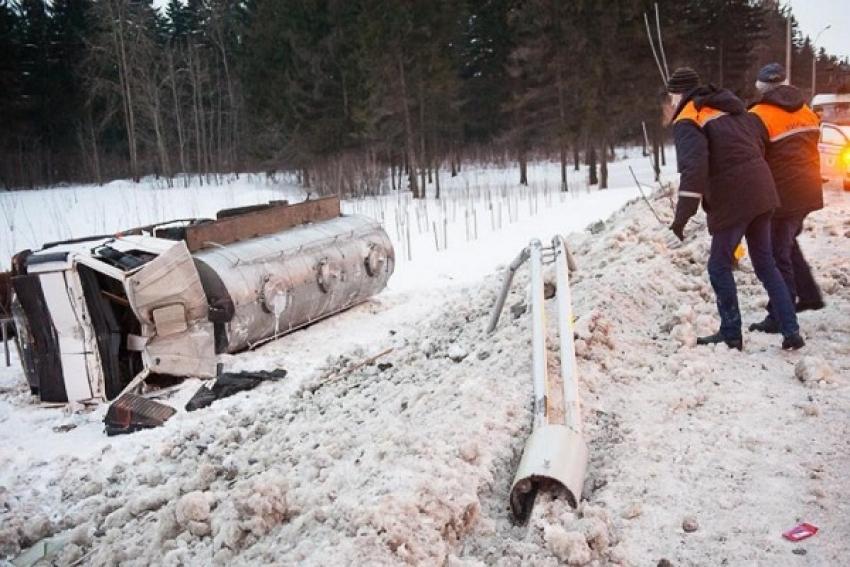 В Холмогорском районе произошло ДТП с молоковозом. Водитель госпитализирован