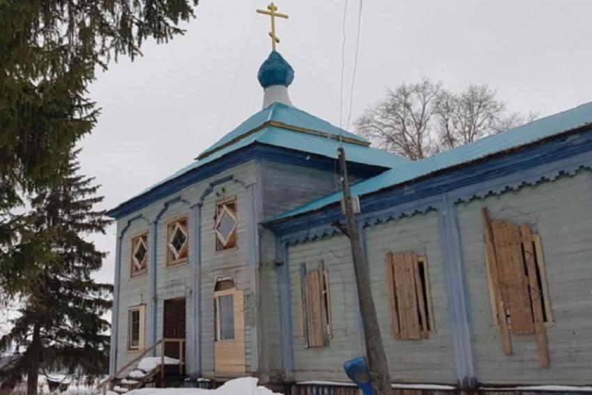 В Няндомском районе пожарные отстояли старинную церковь
