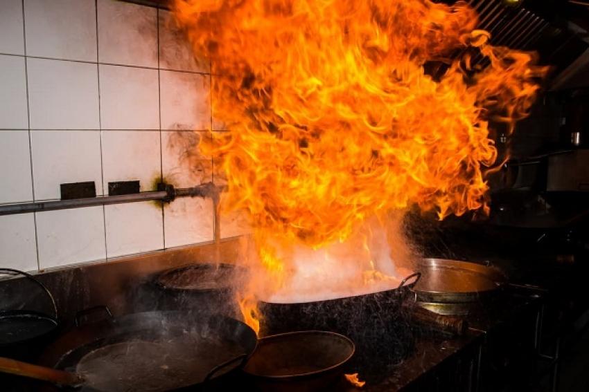 Красноборские пожарные не пустили пожар дальше кухни