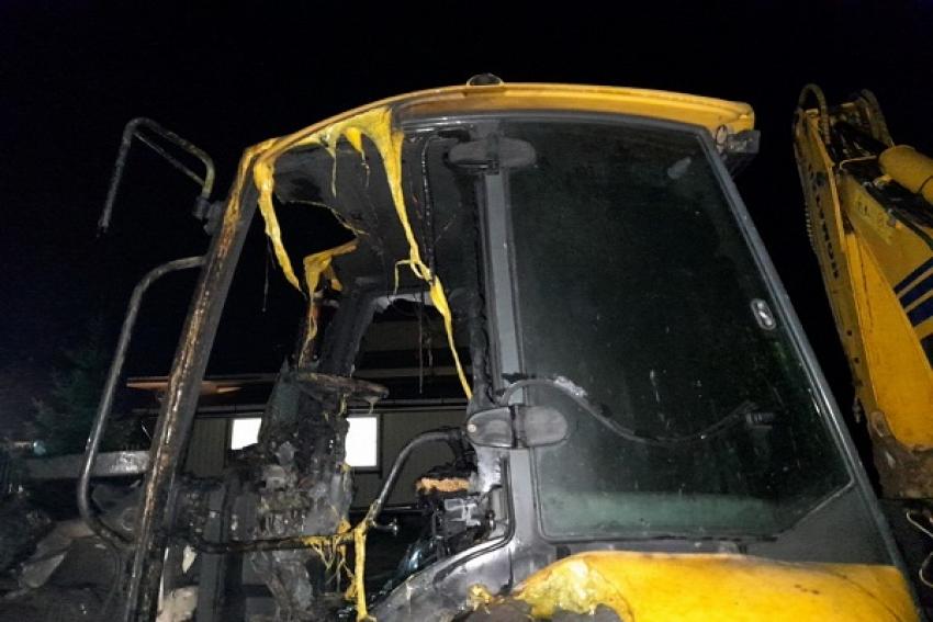 Строительная техника повреждена при пожаре в Котласе