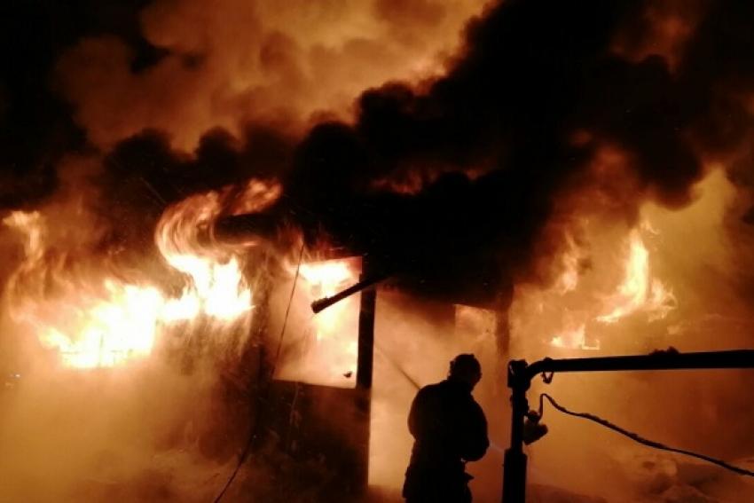 Пожаром в д. Рылковский Погост (Вельский район) уничтожен дачный дом