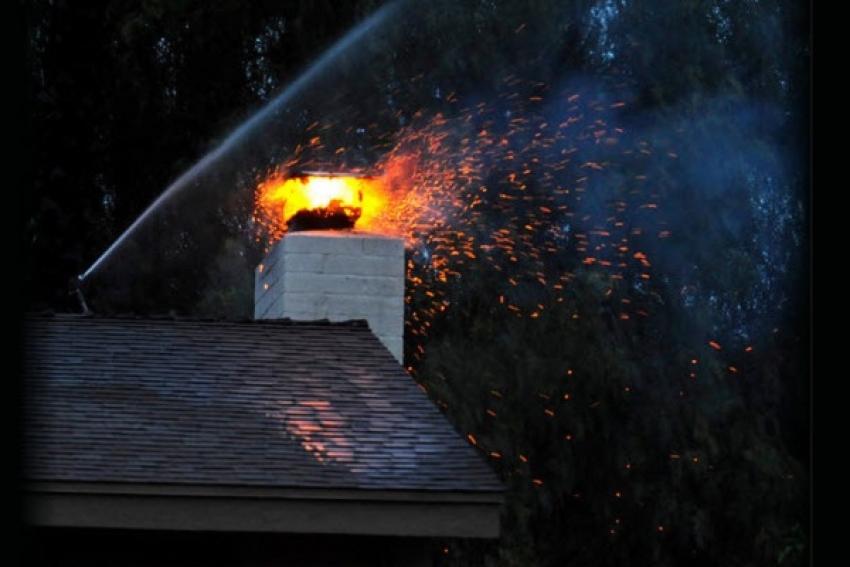 В Заостровье от горения сажи в частном доме лопнула печная труба