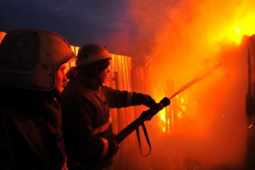 Огнем повреждена новостройка и баня