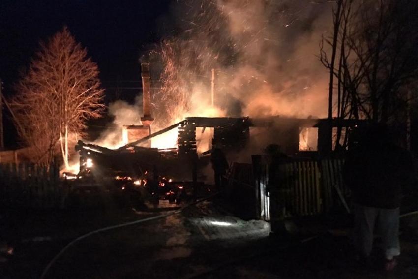 Два человека погибли при пожаре в Коношском районе