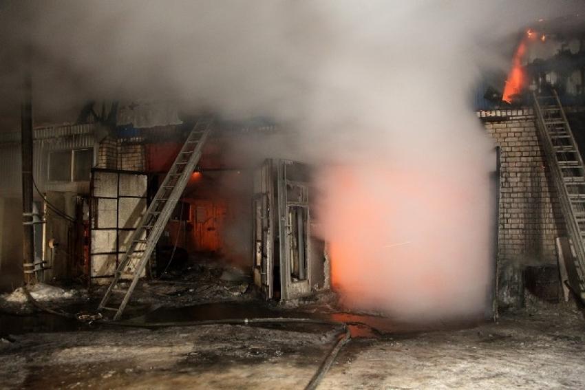 Пожар в гаражном кооперативе тушили по повышенному номеру сложности
