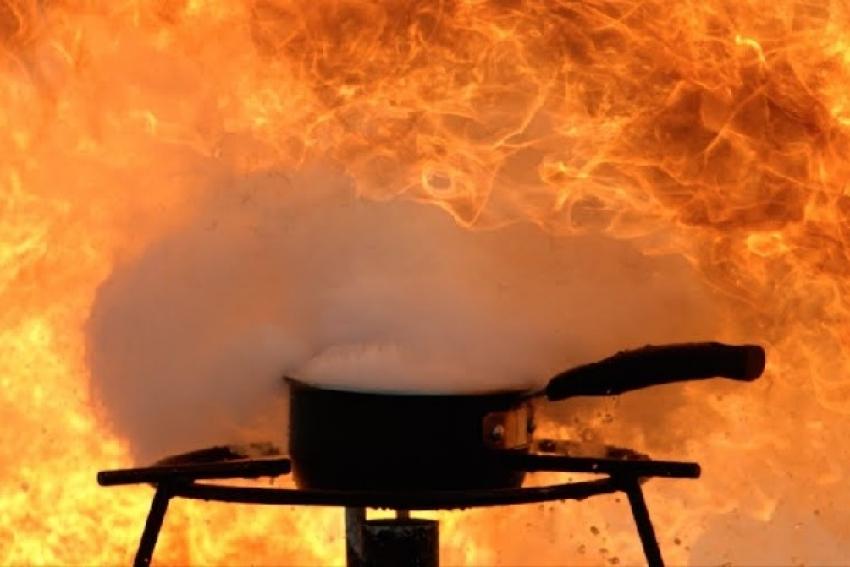 От вспышки кипящего масла юный северодвинец получил ожоги