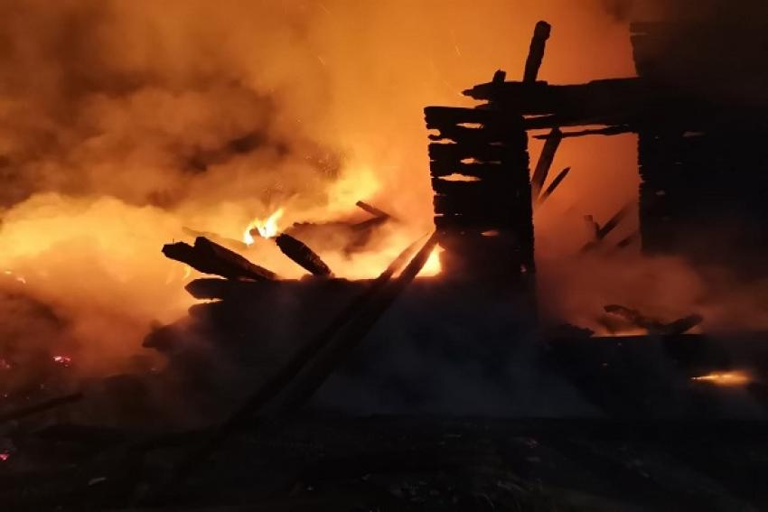 На Бревеннике сгорела нежилая двухэтажка