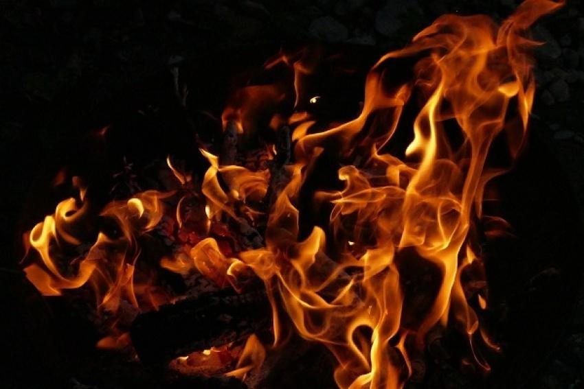 Пожар в Заостровье: мужчина погиб, дом сгорел, еще два дома повреждены