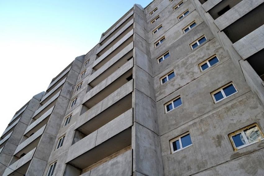 Мужчина сорвался с 7 этажа и остался жив