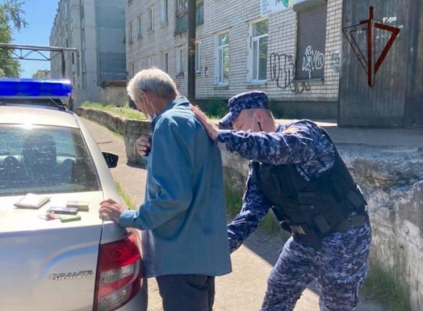 Сотрудники Росгвардии по Архангельской области задержали мужчину, находящегося в розыске за кражу