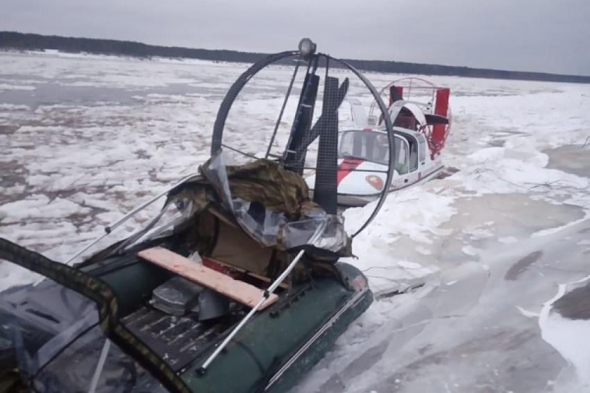 Застрявшую во льду аэролодку смогли спасти пожарные