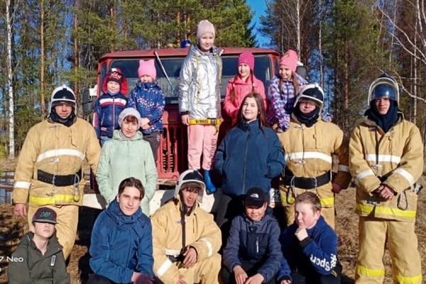 Пожарные добровольцы Ленского района провели учения с привлечением местного населения