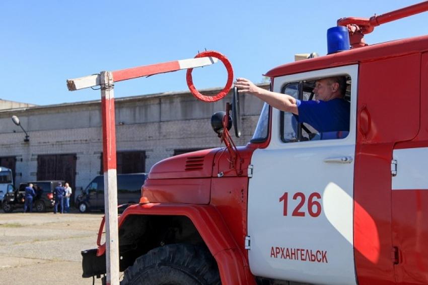 Не просто шофёры. Под Архангельском прошли соревнования водителей пожарных автомобилей