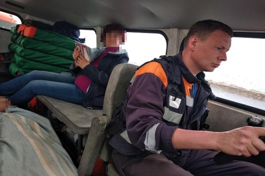 Архангельские спасатели эвакуировали с островной территории двух человек