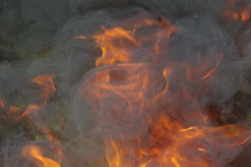 Пожилая женщина спасена при пожаре на о. Краснофлотский