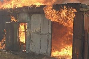 Сгорел гараж, автомобиль и мотобуксировщик