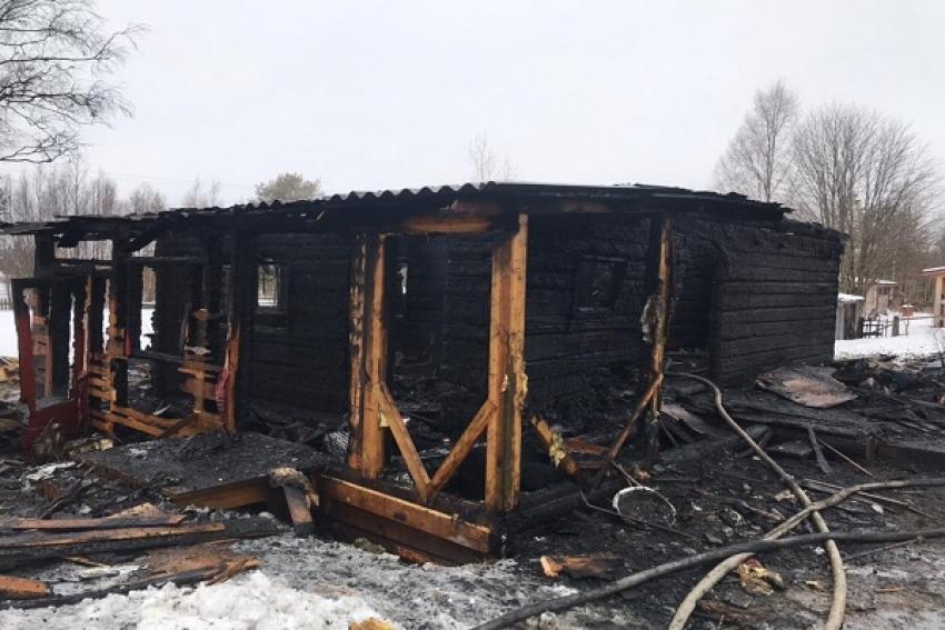 Супружеская пара погибла при пожаре в Нёноксе