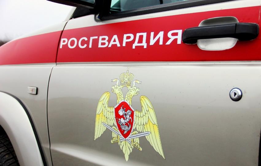 В Архангельске сотрудники Росгвардии задержали подозреваемого в нанесении ножевого ранения потерпевшему