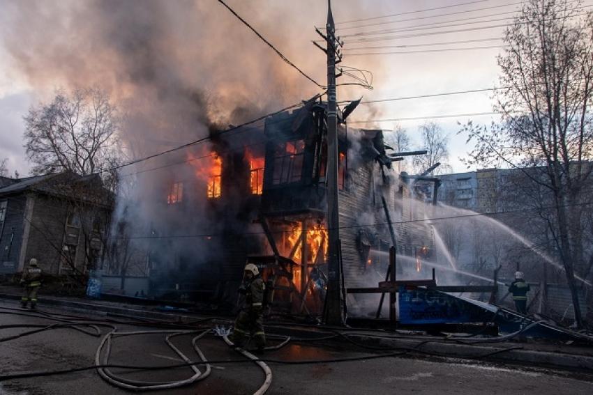 В центре Архангельска сгорел дом - памятник архитектуры начала XX века