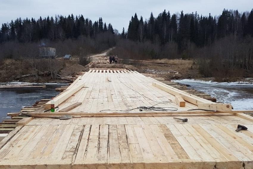 Движение по мосту в Шенкурском районе открыто. Пока – только для пешеходов