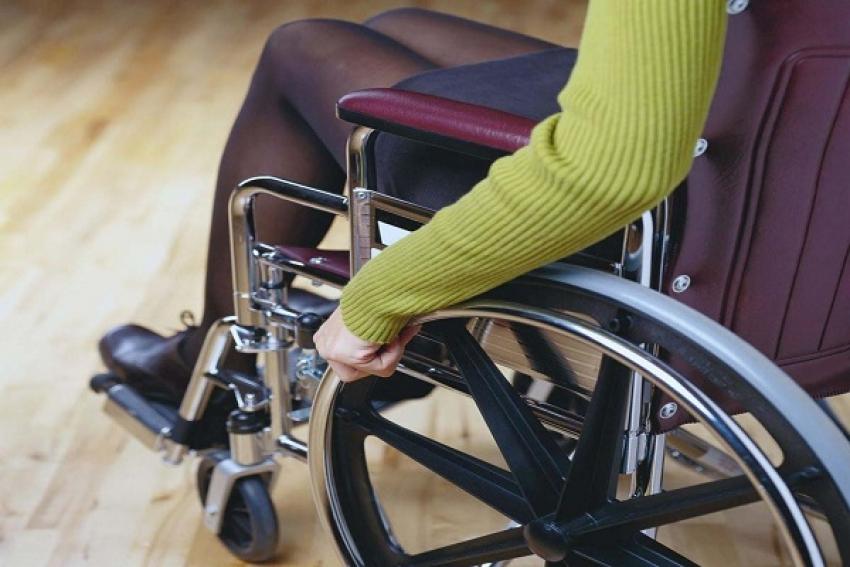 Каргопольские пожарные помогли женщине-колясочнице в сложной ситуации