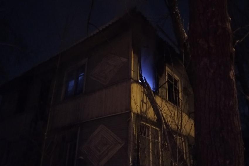 При пожаре в деревянной двухэтажке обнаружена погибшая женщина