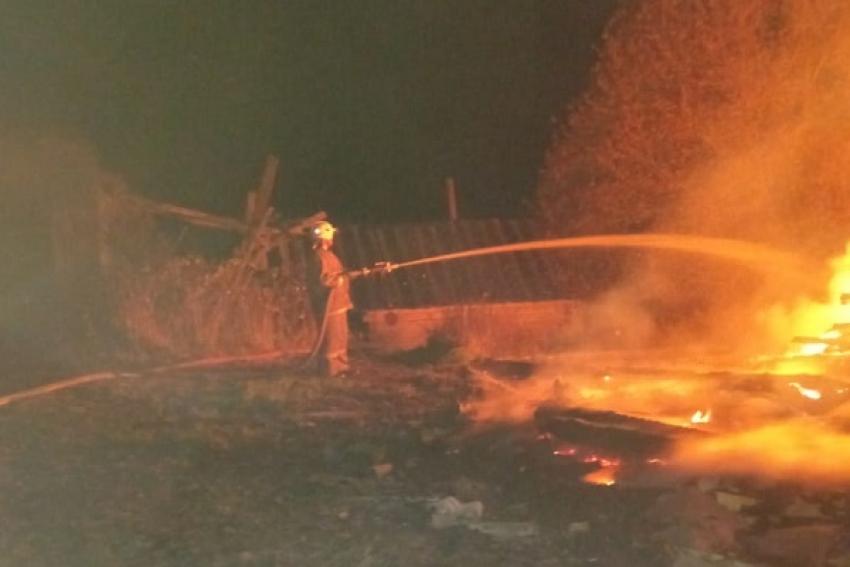 Пожар в Каргополье: сгорел жилой дом, гараж и мотоцикл