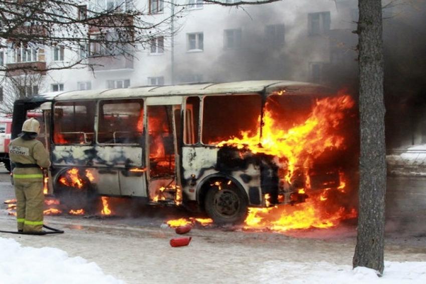 Рейсовый автобус сгорел из-за утечки газа