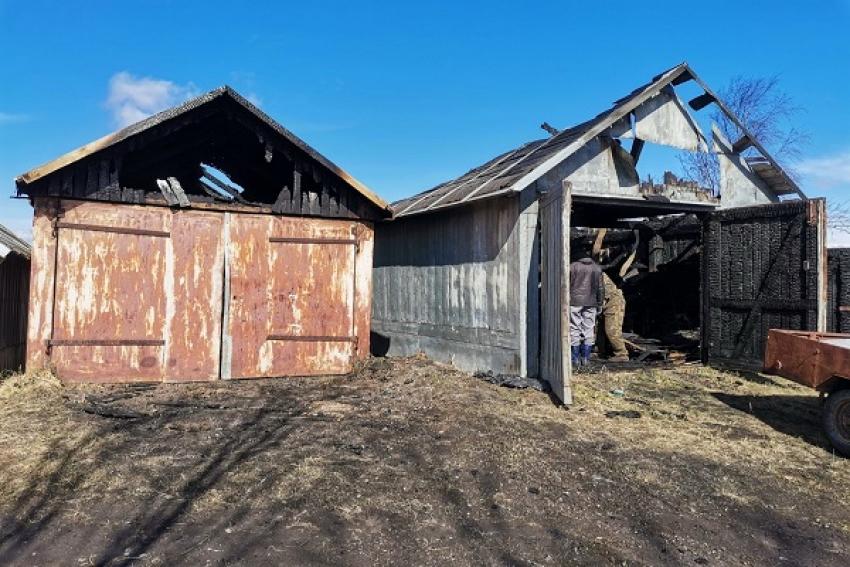 Пожар в Рикасихе: сгорело 4 гаража