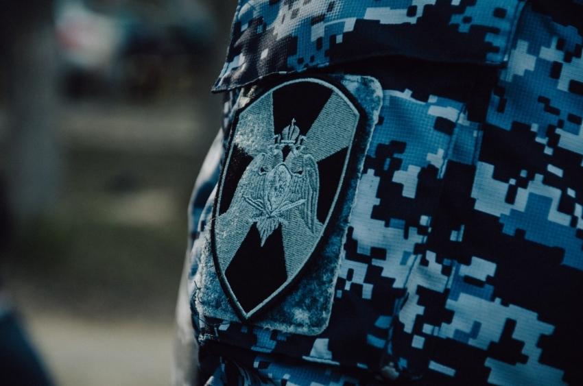 Наряд Росгвардии задержал двух жителей Архангельска, подозреваемых в совершении кражи мобильного телефона
