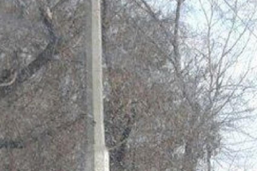 Автомобиль врезался в столб, водитель погиб