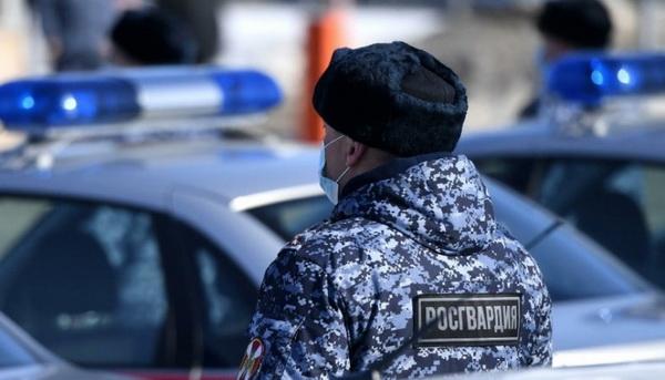 В Архангельске сотрудник Росгвардии в свой выходной помог задержать гражданку, объявленную в федеральный розыск