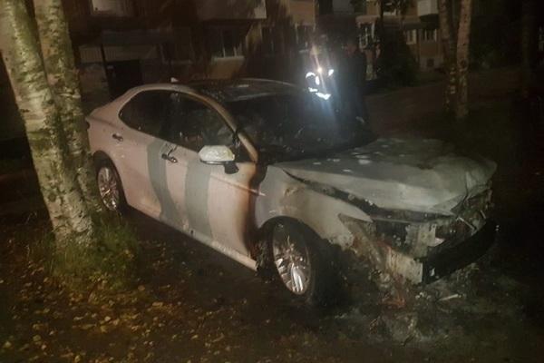 В Архангельске жертвой огня стала «Тойота-Камри»
