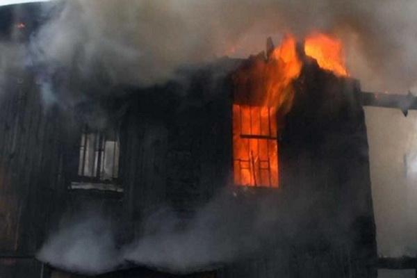 В Северодвинске горела ветхая двухэтажка, погиб мужчина