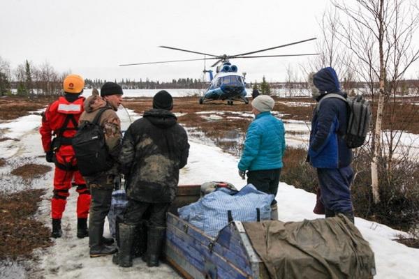 Архангельские спасатели эвакуировали мужчину, беременную женщину и подростка, попавших в беду в ненецкой тундре