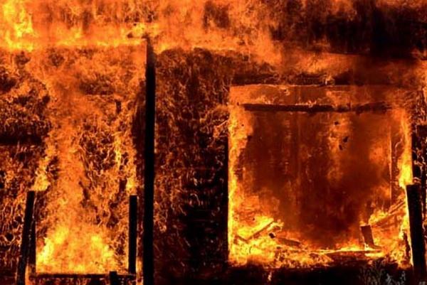 Пенсионер получил серьезные ожоги, пытаясь потушить «дачный» пожар
