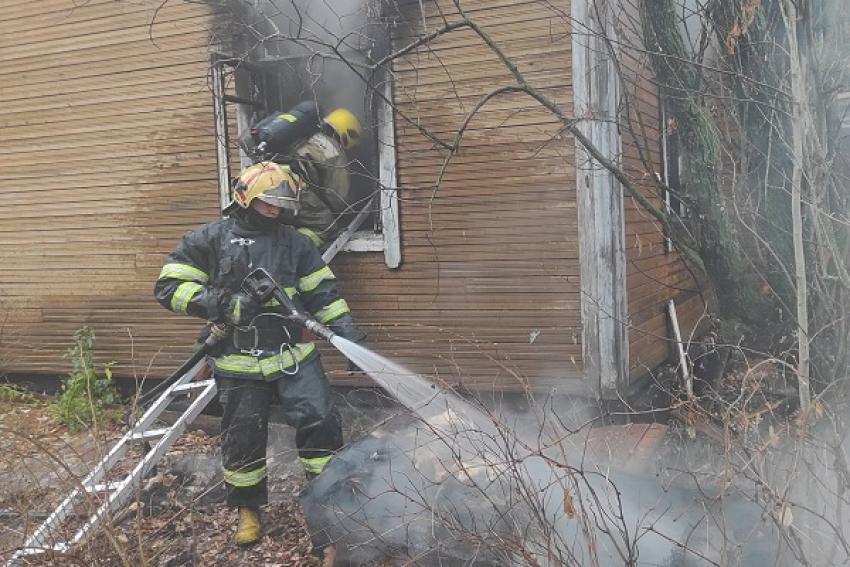 Четвёртая деревяшка в центре Архангельска горит за неделю