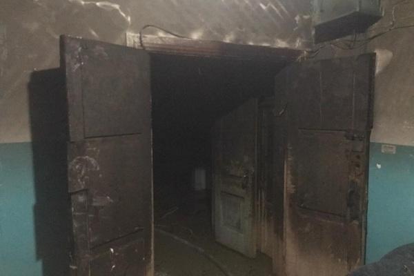 Северодвинские пожарные спасли деревянный многоквартирный дом