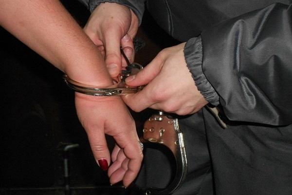 В Архангельске местный житель признан виновным в истязании супруги и малолетнего пасынка, а также покушении на убийство малолетнего